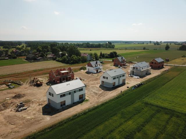 Widok na osiedle - na pierwszym planie domy TYP III